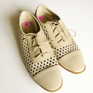 Esprit taupe cutout oxfords in excellent condition